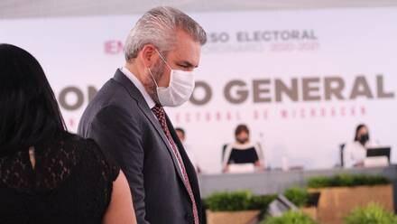 Alfredo Ramírez Bedolla recibe constancia de mayoría