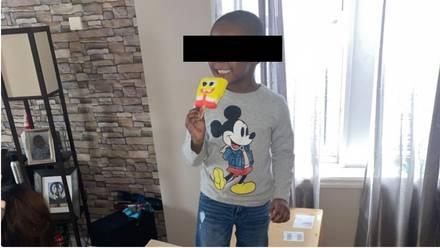 Niño compra 51 cajas de paletas de Bob Esponja