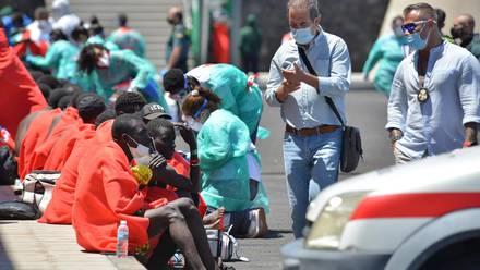 Equipos de salvamento rescataron a 28 inmigrantes