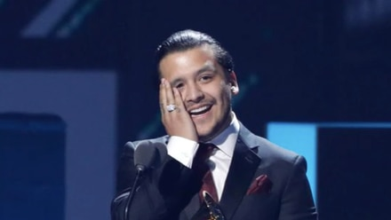 Christian Nodal ganando un Premio Latin Grammy