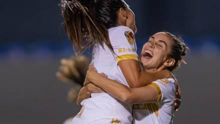 Tigres Femenil celebra gol