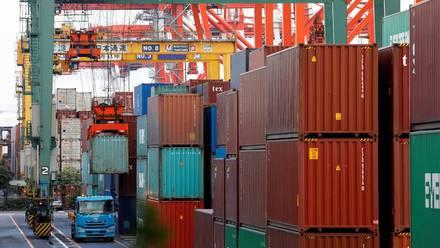 Contenedores en un puerto de Tokio, Japón.