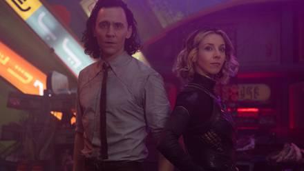 Tom Hiddleston y Sophia Di Martino en 'Loki'