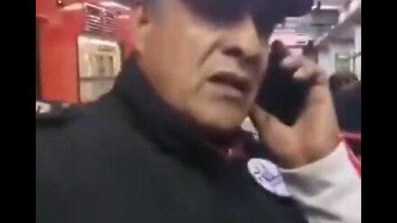 El agente exhibido por la víctima de agresión sexual.