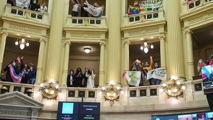 Argentina aprueba ley para la inclusión laboral trans
