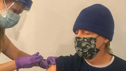 Paul McCartney recibe la vacuna anti Covid-19